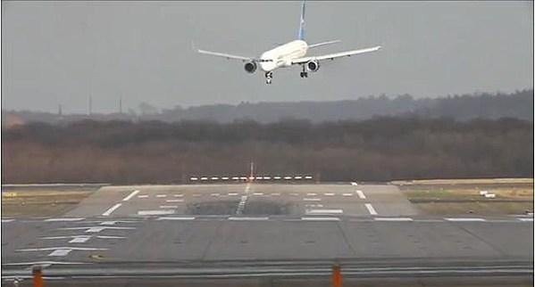 Dangerous Airplane Landings Dangerous Airplane Landings in
