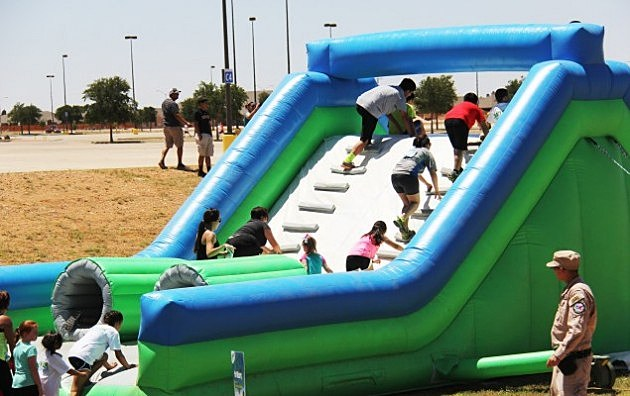 Kids Course Offered At This Saturday 39 S Insane Inflatables 5k
